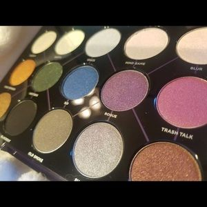 Authentic Urban Decay Distortion Palette